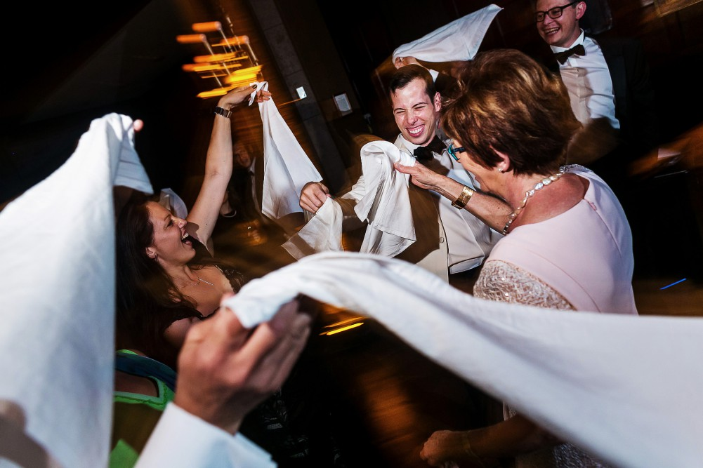 belgian napkin twirling at wedding
